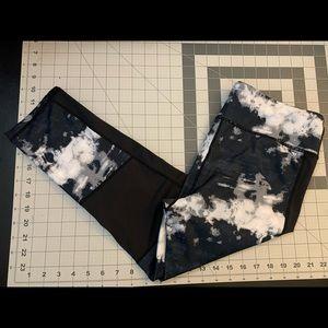 Capri work out leggings, black & white, Size L.